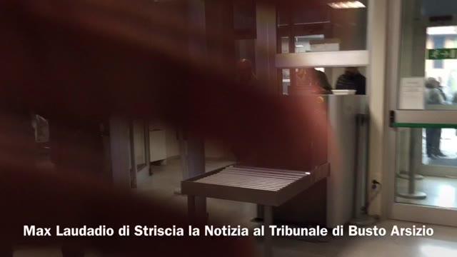 Video: Striscia la Notizia fa entrare una pistola in Procura
