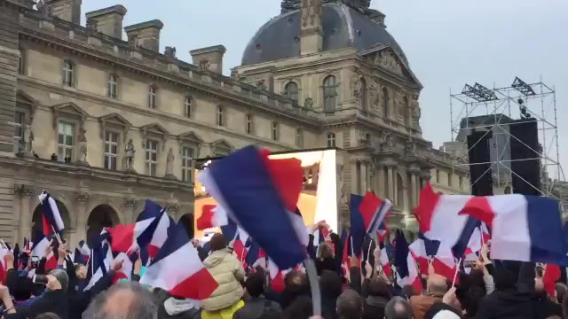 """Video: Macron è presidente: """"Difenderò la Francia e l'Europa"""""""