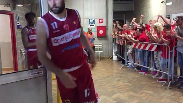 Video: Il saluto dei tifosi alla Pallacanesstro Varese