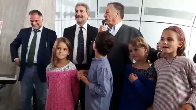 Video: Pozzetto alla festa dei nonni al Pirellone
