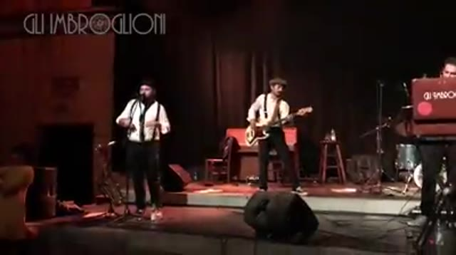 Video: Il sassofonista scende dal palco e chiede la mano alla sua amata