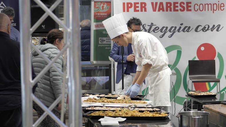 Video: Show cooking dei giovani chef per i 30 anni di Iper
