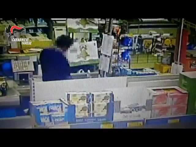 Video: Riconosciuto uno dei rapinatori del supermercato