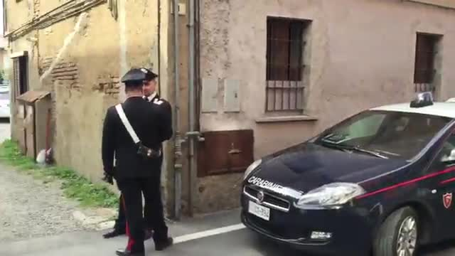 Video: Ammazza la moglie a coltellate e tenta il suicidio