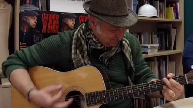Video: Davide Van De Sfroos canta Pulenta e galena fregia