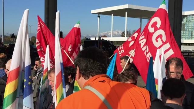 Video: Corteo di protesta dei lavoratori a Malpensa