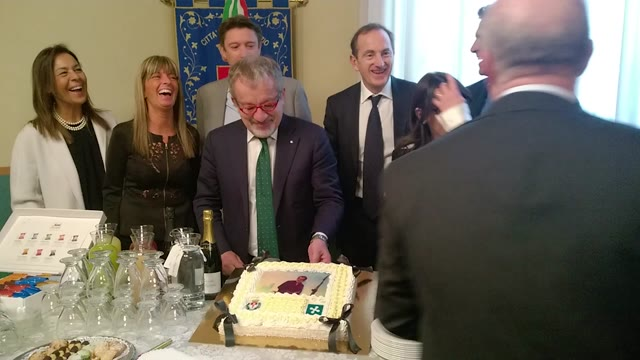Video: Roberto Maroni festeggia 62 anni