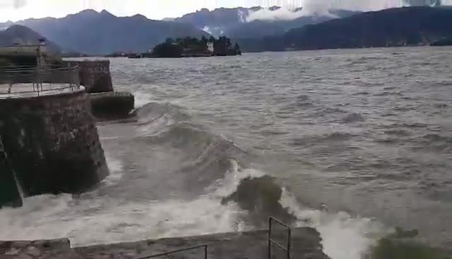 Video: Il lago Maggiore in burrasca