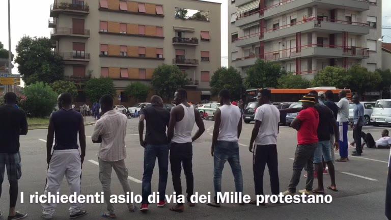 Video: Nel centro di accoglienza per richiedenti asilo di Busto Arsizio