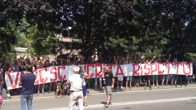 Video: I cori di protesta dei tifosi del Varese