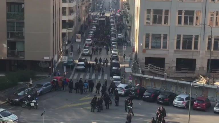 Video: Scuola, manifestazione a Milano