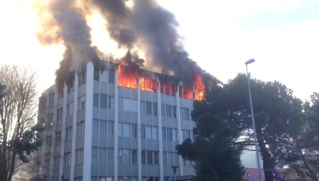 Video: In fiamme la vecchia sede della Ratti