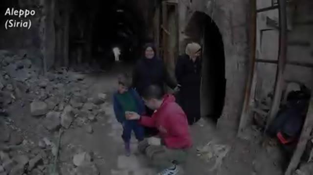 Video: La magia del claun Pimpa tra le rovine di Aleppo