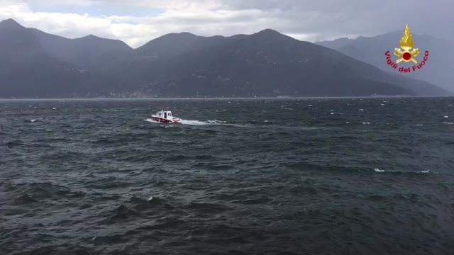Video: Vigili del fuoco in azione sul Lago
