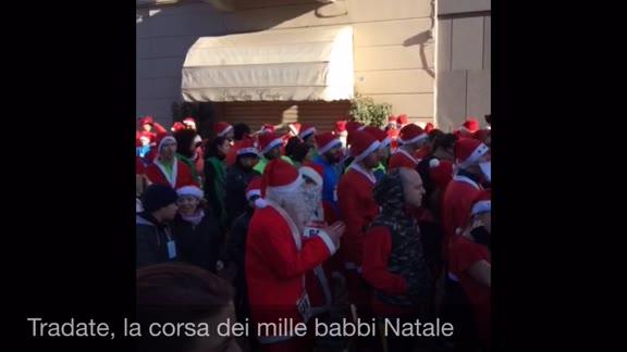 Video: Tra i mille Babbi Natale e il grande Albero del Riuso