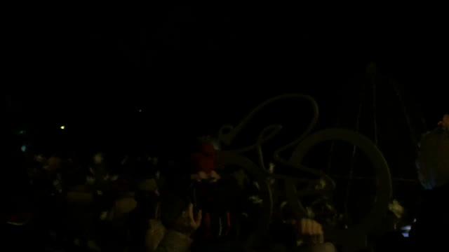 Video: Si accendono le luci di Natale