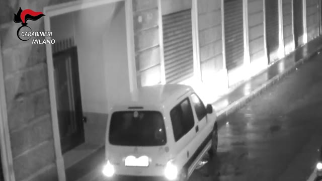Video: Raffica di kalashnikov nella notte, tre spacciatori arrestati