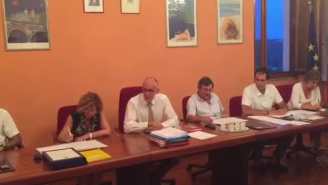Video: Comerio, polemica sui migranti in consiglio comunale