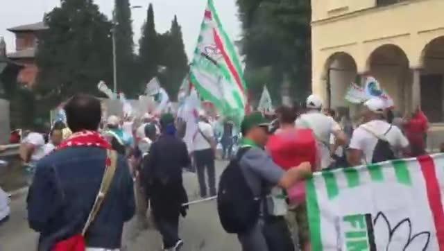 Video: La manifestazione dei lavoratori Whirlpool