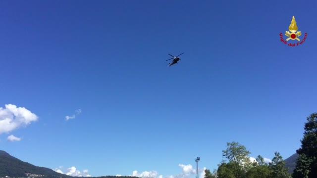 Video: L'elicottero sul lago per i soccorsi al giovane