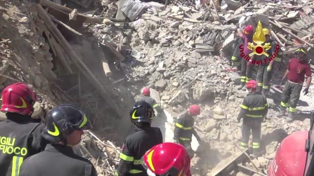 """Video: La telefonata ai vigili del fuoco: """"Vi ho fatto i tortellini"""""""