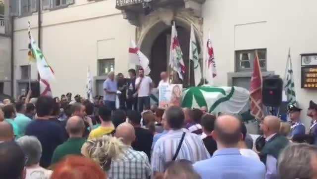 Video: Salvini chiude il comizio a Somma