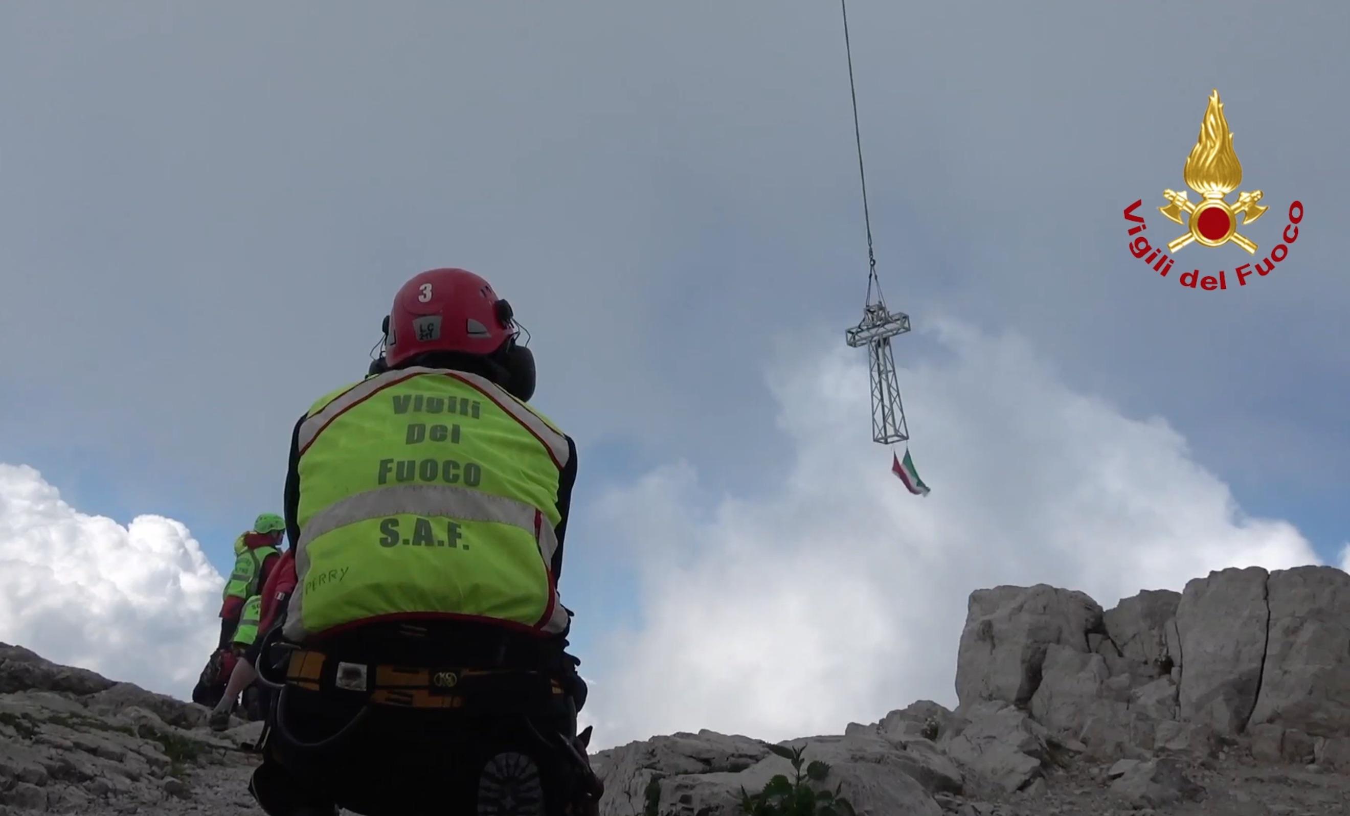 Video: La posa della nuova croce sulla Grignetta
